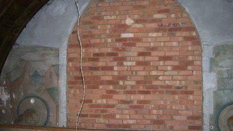 Murals photographed in 2009