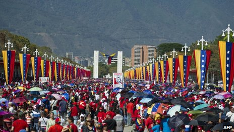 Venezuelans line up to pay their last respects to President Hugo Chavez