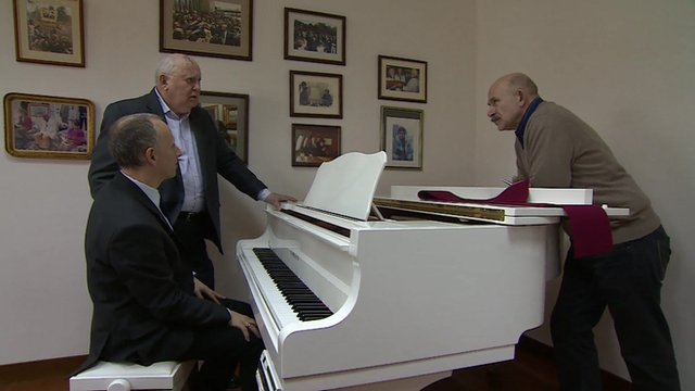 Steve Rosenberg and Mikhail Gorbachev at the piano