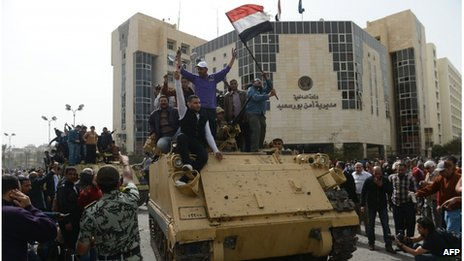 Protesters on tank in Port Said (08/03/13)