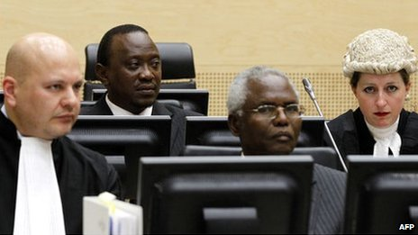The winner of Kenya's presidential election Uhuru Kenyatta (2nd left) and ex-civil service chief Francis Muthaura (2nd right) attend a hearing at the International Criminal Court in The Hague on 8 Apri 2011
