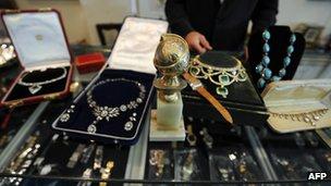 66333965 85417269 Shanes The Pawn Shop: Hong Kongs Pawnbroking Industry