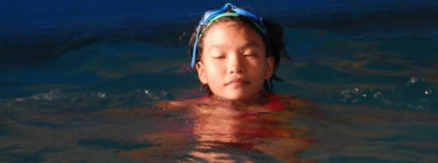A girl learning to swim in Da Nang