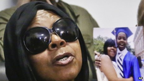 Slain NY boy's mother accuses police