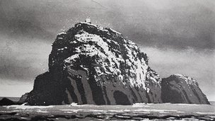 Norman Ackroyd, Sula Sgeir. Etching, 2011