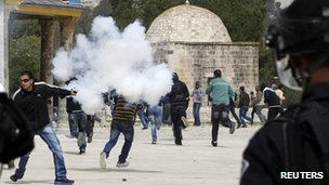 Palestinians run from tear gas fired by Israeli policemen  in Jerusalem's Old City March 8, 2013