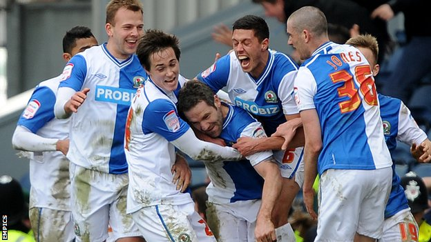David Dunn celebrates with his Blackburn teammates