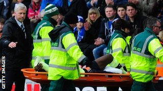 Newcastle boss Alan Pardew consoles Massadio Haidara as he is stretchered off