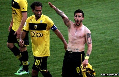 [Image: _66454869_footballer.jpg]