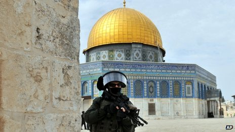 Member of the Israeli security forces near the Dome of the Rock in Jerusalem (8 March 2013)