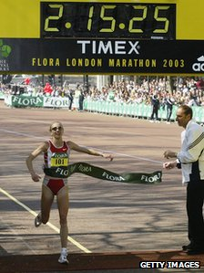 Paul Radcliffe wins the 2003 London Marathon