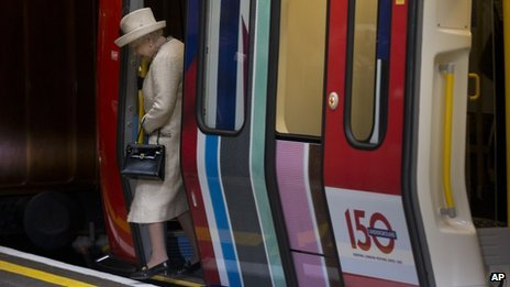 The Queen getting off a Tube train