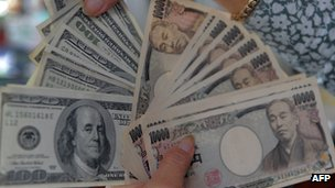 Yen and US dollar notes