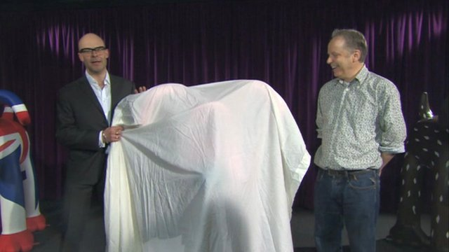 Harry Hill unveiling Gromit