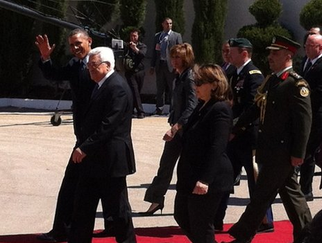 US President Barack Obama waves as is escorted by Palestinian Authority President Mahmoud Abbas in Ramallah, 21 March