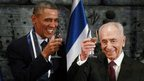 "U.S. President Barack Obama toasts with Israel""s President Shimon Peres after Obama was presented with the Presidential Medal of Distinction"