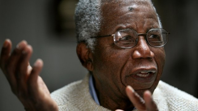 Nigerian author Chinua Achebe dies