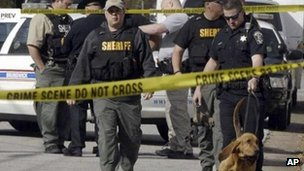 Police look for shooting suspects in Brunswick, Georgia 22 March 2013