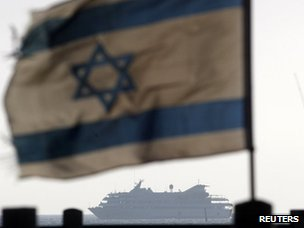 Israeli flag flies as the Mavi Marmara is escorted to the port of Ashdod (31 May 2010)