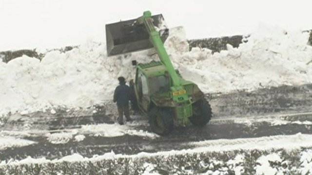 Plough moves snow