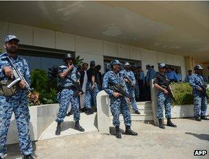 Pakistani police guard Karachi airport, 24 March