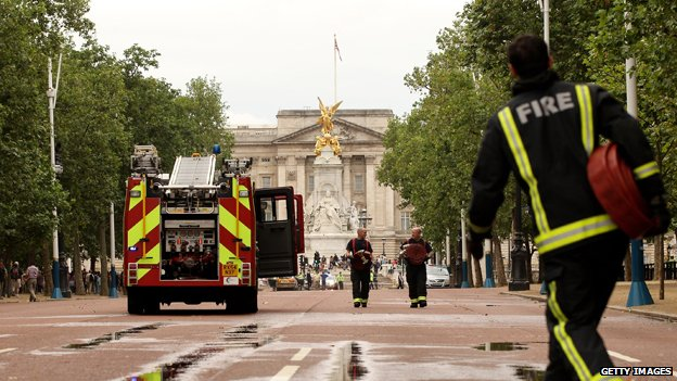 Fire engine and firefighters on the Mall