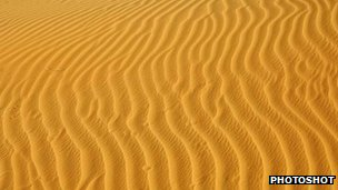 Sand structures in the Sahara desert