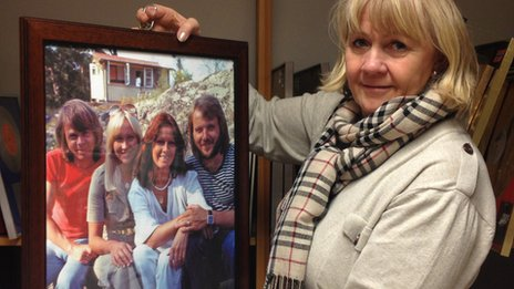 Ingmarie Halling holds up a photo of Abba