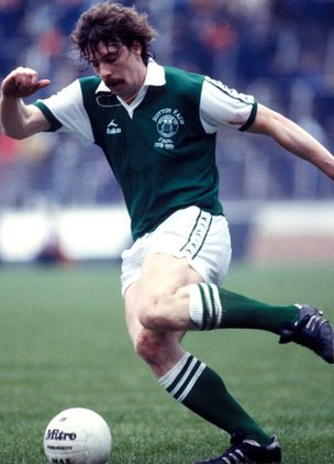Tony Higgins playing for Hibs