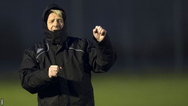 Scotland manager Gordon Strachan oversees training in Belgrade