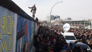 Protest at East Side Gallery (17 March 2013)