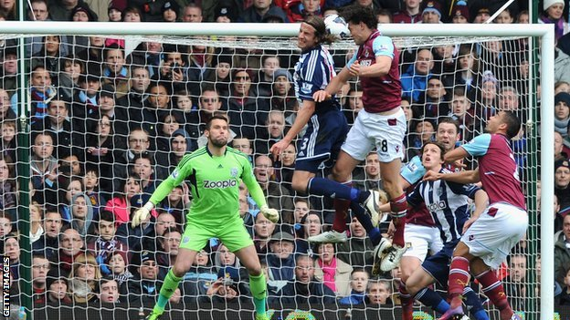 Andy Carroll scores for West Ham