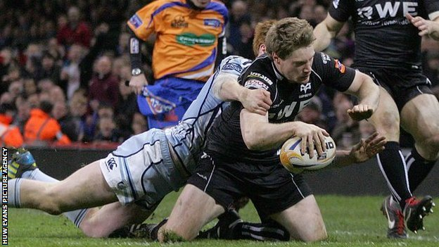 Jonathan Spratt squeezes over in the corner to seal a 23-16 win for the Ospreys against the Cardiff Blues