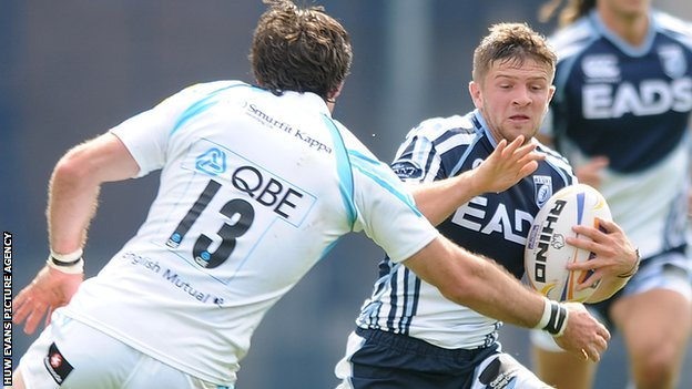 Cardiff Blues' Lewis Jones takes on Worcester in 2012