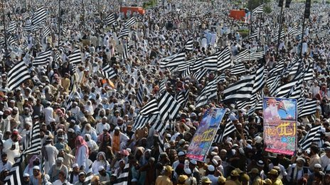 Supporters of Islamist party Jamiat Ulema-e-Islam Fazl (JUI-F) hold flags during an election meeting in Lahore on March 31, 2013.