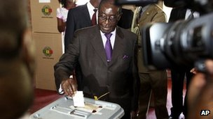 Zimbabwean President Robert Mugabe casts his vote for a referendum on a new constitution that all main political parties have backed in Harare, Saturday 16 March 2013