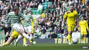 Kris Commons gives Celtic the lead