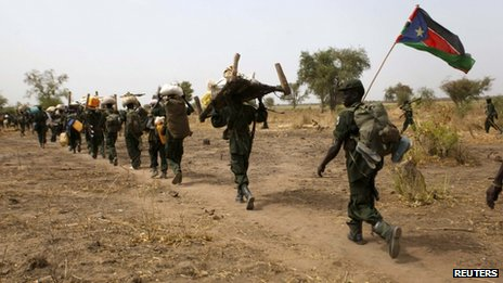 South Sudanese soldiers withdrawing from the Sudanese border