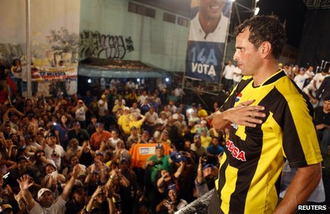 Venezuelan presidential candidate Henrique Capriles greets supporters during a campaign rally in the state of Tachira, 6 April