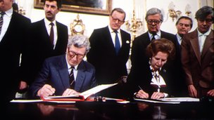 Signing the Anglo-Irish Agreement