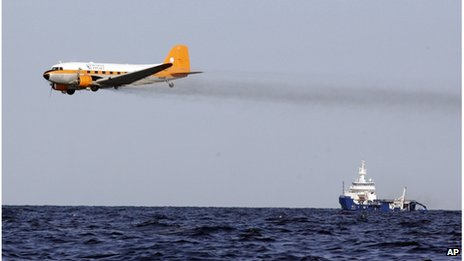 Dispersants dropped on oil