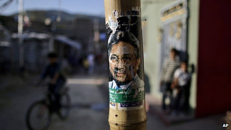 A poster showing the image of former Pakistani President Pervez Musharraf  in Islamabad (05 April 2012)