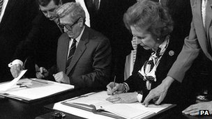 Former Prime Minister Margaret Thatcher and her Irish counterpart Dr Garret FitzGerald during the signing ceremony of the Anglo Irish Agreement at Hillsborough Castle in Belfast on 15 November 1985