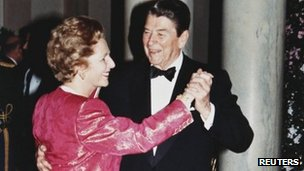President Ronald Reagan and Prime Minister Margaret Thatcher dance in the foyer of the White House during a state dinner on 16 November 1988