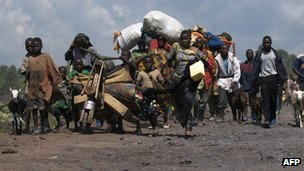Refugees flee fighting DR Congo, October 2008