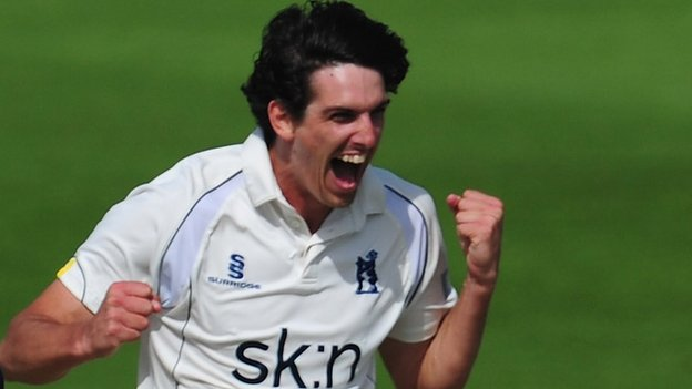 Warwickshire fast bowler Chris Wright