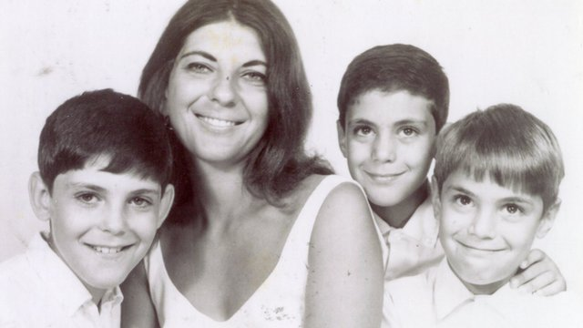 The brothers Emanuel as kids with their mother