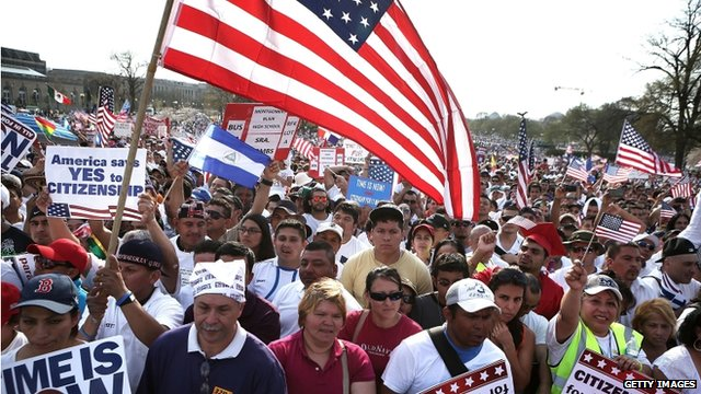 Tens of thousands at US immigration reform rallies - BBC News
