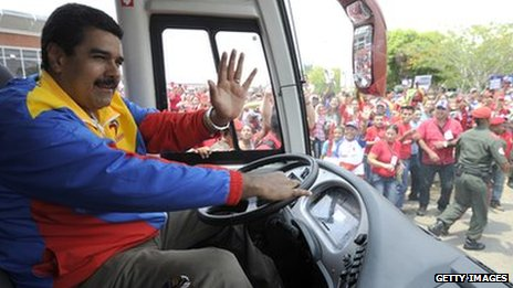 Nicolas Maduro drives a bus in the Venezuelan state of Barinas as part of his election campaign (30 March 2013)