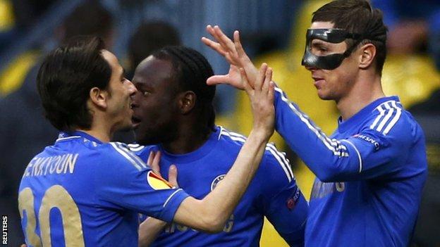 Chelsea celebrate Fernando Torres's opener